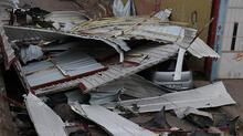 Bursa'da lodos! Çatı uçtu, vatandaşlar böyle kaçtı