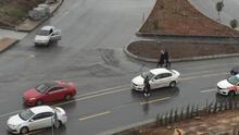 Yol ortasında akılalmaz olay! Kadını zorla otomobile bindirmeye çalıştı