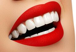 Kırmızı ruj dişleri beyaz gösterir mi