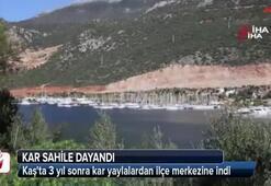 Turizm merkezi Kaşta kar sahile dayandı
