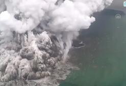 Tsunamiye neden olan yanardağdaki hareketlilik havadan görüntülendi