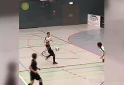 Futsal maçında klasını gösterdi