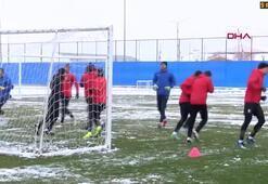 Erzurumspor, kar altında çalıştı