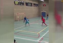 Futsal maçında sınırları zorladı