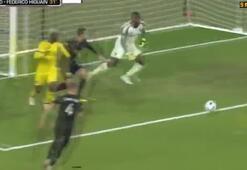 Federico Higuain, Rooneyyi üzdü