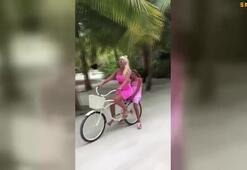 Jelena Karleusa kızıyla birlikte bisiklet sürdü