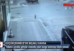 Sokak ortasında bıçaklı kavga kamerada