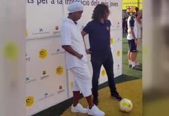 Ronaldinho Puyolu hazırlıksız yakalayınca rahat durmadı