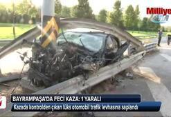 Bayrampaşada lüks otomobil trafik levhasına saplandı