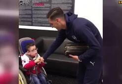 Mesut Özil, down sendromlu hayranıyla buluştu