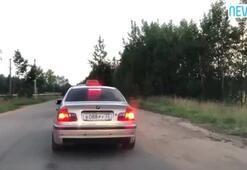 Yola çöp atan sarhoş yolcuyu taksiden attı