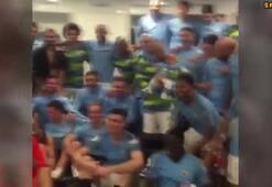 Manchester City, Huddersfield Town zaferini David Silvanın bebeğiyle kutladı