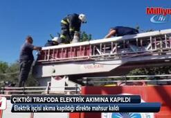 Elektrik işçisi akıma kapıldığı direkte mahsur kaldı