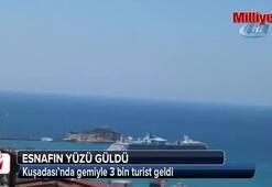 Kuşadası'nda gemiyle 3 bin turist geldi