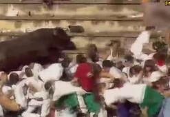 Seyircilerin arasına giren boğa 40 kişiyi yaraladı