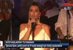 Şevval Sam, şehit anne ve 11 aylık bebeği için türkü seslendirdi