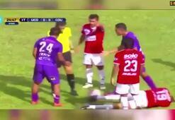 Rakibinin kafasına attığı tekme maça damga vurdu