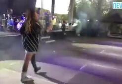 Hadise tek çizmeyle sahneye çıktı