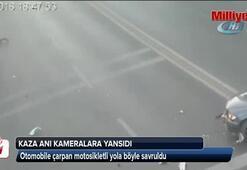 Otomobile çarpan motosikletli yola savruldu