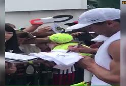 Hayranları Rafael Nadalı rahat bırakmadı