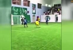 Ronaldinho yine bir yerlerde şov yapıyor