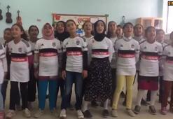 Öğrenciler tek bir ağızdan Beşiktaş marşı söylediler