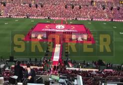 Türk Telekom Stadındaki kutlamalarda Berkayda sahne aldı