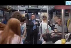 Orhan Gencebay'dan otobüste deodorant reklamı