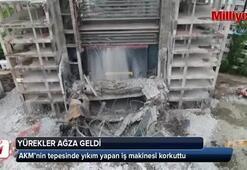 AKM'nin tepesinde yıkım yapan iş makinesi yürekleri ağza getirdi