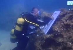 Denizin altında Atatürk resmi çizdi