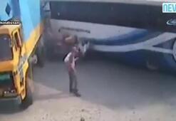 Otobüs bisiklet ve kamyona çarptı