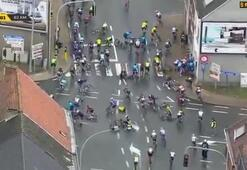 Kadınlar bisiklet yarışında korkutan kaza