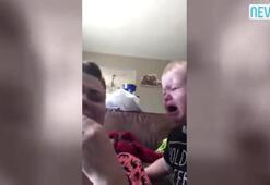 Annesinin ağlamasına dayanamayan şirin bebek kamerada