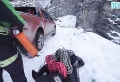 Instagram fenomenleri Erzurumda donmuş şelaleye tırmandı