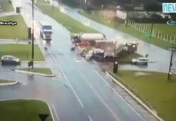 Otobüs ikiye bölündü