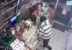 Tezgahtara biber gazı sıkan soyguncuyu müşteri yakaladı