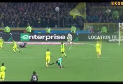 Nantes-PSG maçında hakemden oyuncuya tekme