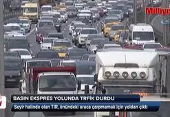 Basın Ekspres yolunda tır yoldan çıktı, trafik durdu