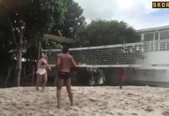 Ronaldinhonun güzel arkadaşı plajda hünerlerini gösterdi