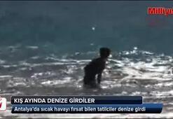 Antalyada turistler denize girdi