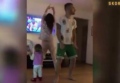 Ünlü futbolcu ve eşinden seksi dans