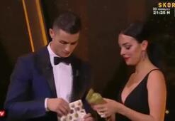 Ronaldo, sevgilisine bebek tulumu hediye etti