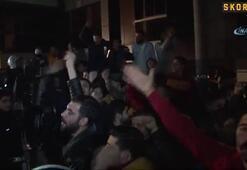 Galatasaray taraftarından tepki dolu karşılama