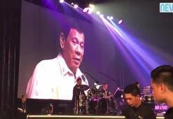 Duterte'den Trump'a aşk şarkısı
