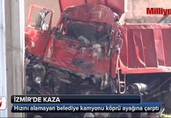 Hızını alamayan belediye kamyonu köprü ayağına çarptı