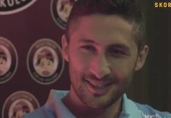 Sabri Sarıoğlu, duygularını Milli Takım Çocuk Kulübünden minik Azraya anlattı