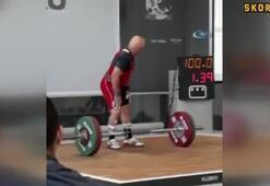 60 yaşında 77 kiloyu kaldırarak dünya üçüncüsü oldu