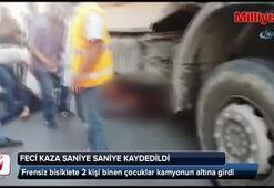 Bisikletli çocuklar, hafriyat kamyonu altına girdi