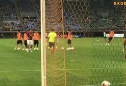 Lukas Podolski attı, taraftarlar mest oldu