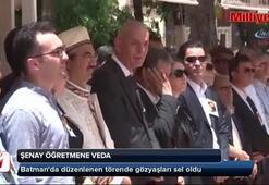 Şenay Aybüke öğretmen için tören düzenlendi...